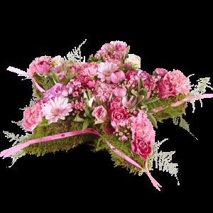 Rouwstuk in de vorm van een ster met felroze verschillende bloemen uit het thema Groot Verdriet