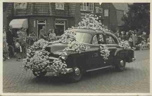 auto-onbekend-versierd-bloemenweelde amsterdam archief