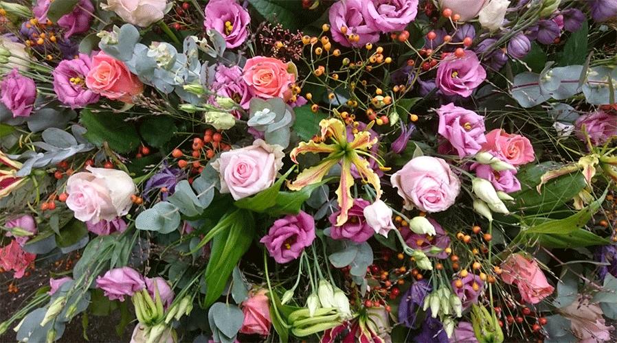 kleurige-rouwbloemen-Bloemenweelde-Amsterdam