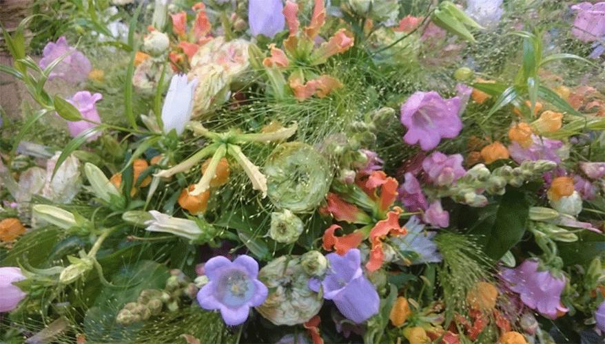 rouwstuk-kleurige-seizoensbloemen-Bloemenweelde-Amsterdam