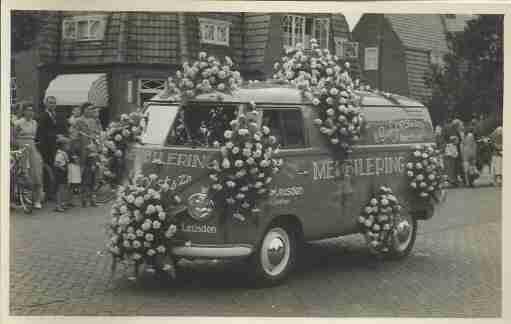 vw-bus-versierd-bloemenweelde amsterdam archief
