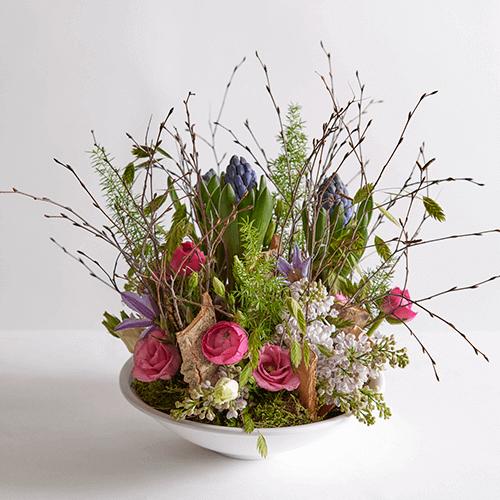 Bloemstuk met voorjaarsbloemen