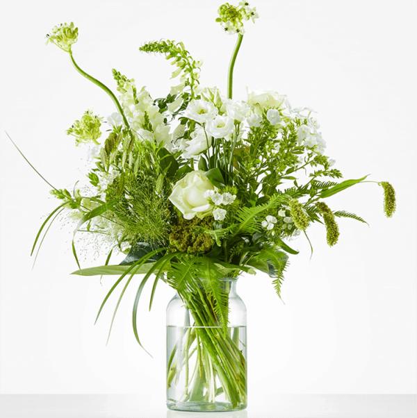 Wit boeket met rozen, leeuwenbek en phlox