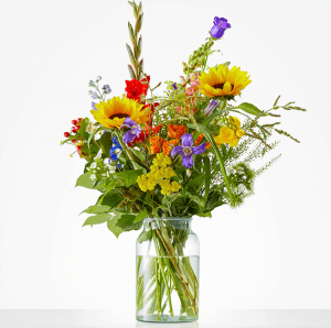 Beaming bouquet with sunflowers, gladiolus and snapdragon
